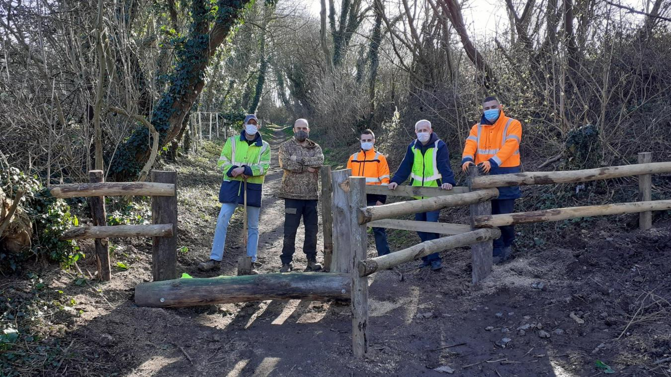 L'installation de barrières en bois va permettre de réguler la vitesse.