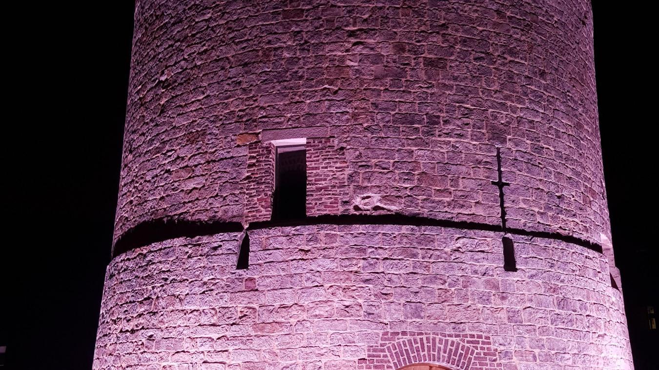 La tour Saint-Ignace restera illuminée chaque jour jusqu'à une heure trente du matin.