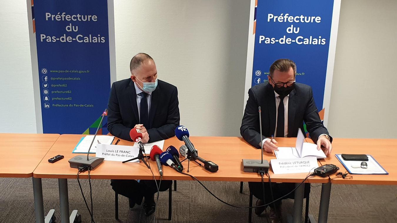 Le préfet du Pas-de-Calais (à gauche) a détaillé les mesures liées à ce confinement départemental ce vendredi 5 mars.