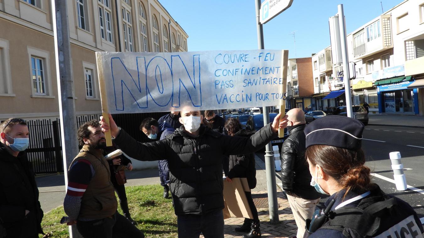 La quizaine de manifestants s'est vite dispersée à l'arrivée des forces de l'ordre.