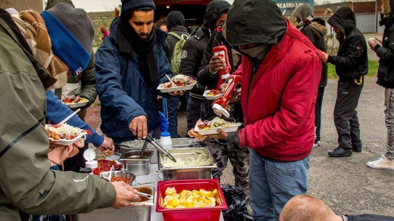 Calais: l'Etat prolonge l'interdiction de repas aux migrants en centre-ville