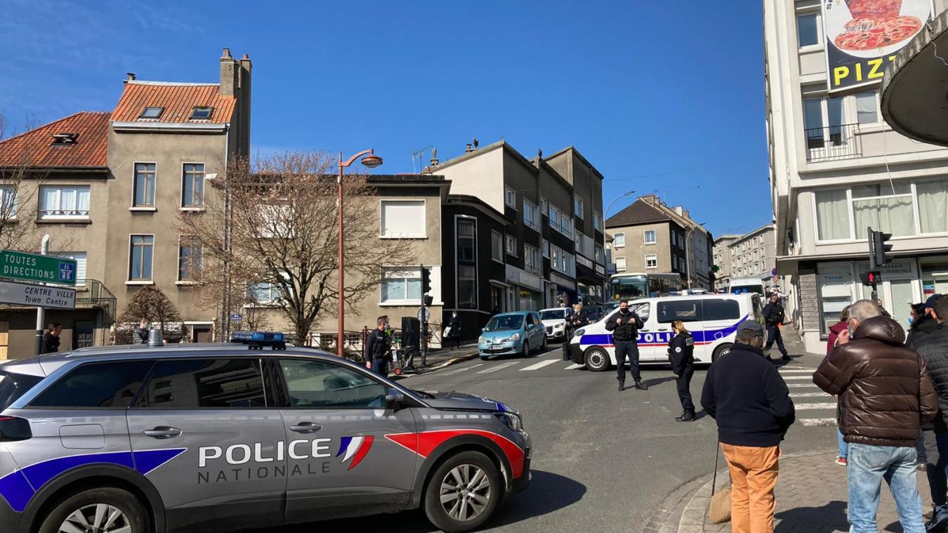 Des coups de feu ont été tirés à l'angle des rues du Camp de droite et du Vivier.
