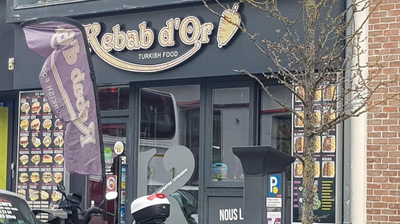 Le kebab, victime d'une dizaine d'escroquerie, a appelé la police pour mettre fin aux agissement de la dame.