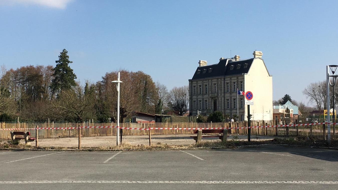 La Place de la Haye poursuit sa mue avec prochainement l'implantation de nouvelles places de stationnement.