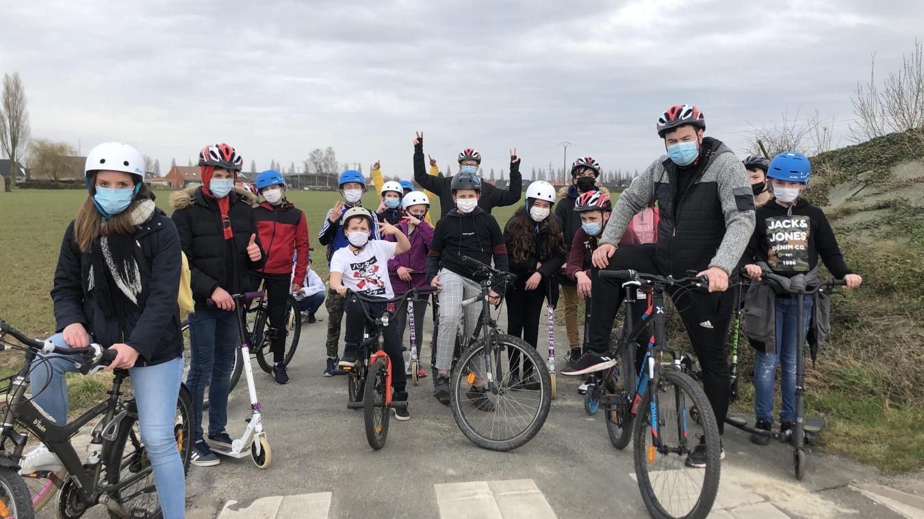 Les jeunes du CAJ ont effectué une sortie VTT. Ici sur une des nombreuses pistes cyclables sécurisées d'Aire-sur-la-Lys.