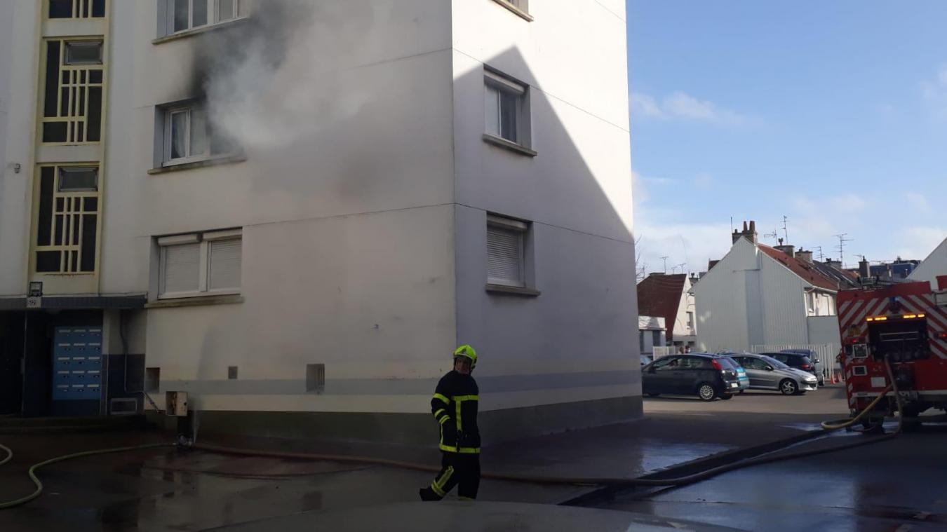 Un incendie est encours rue des Salines à Calais.