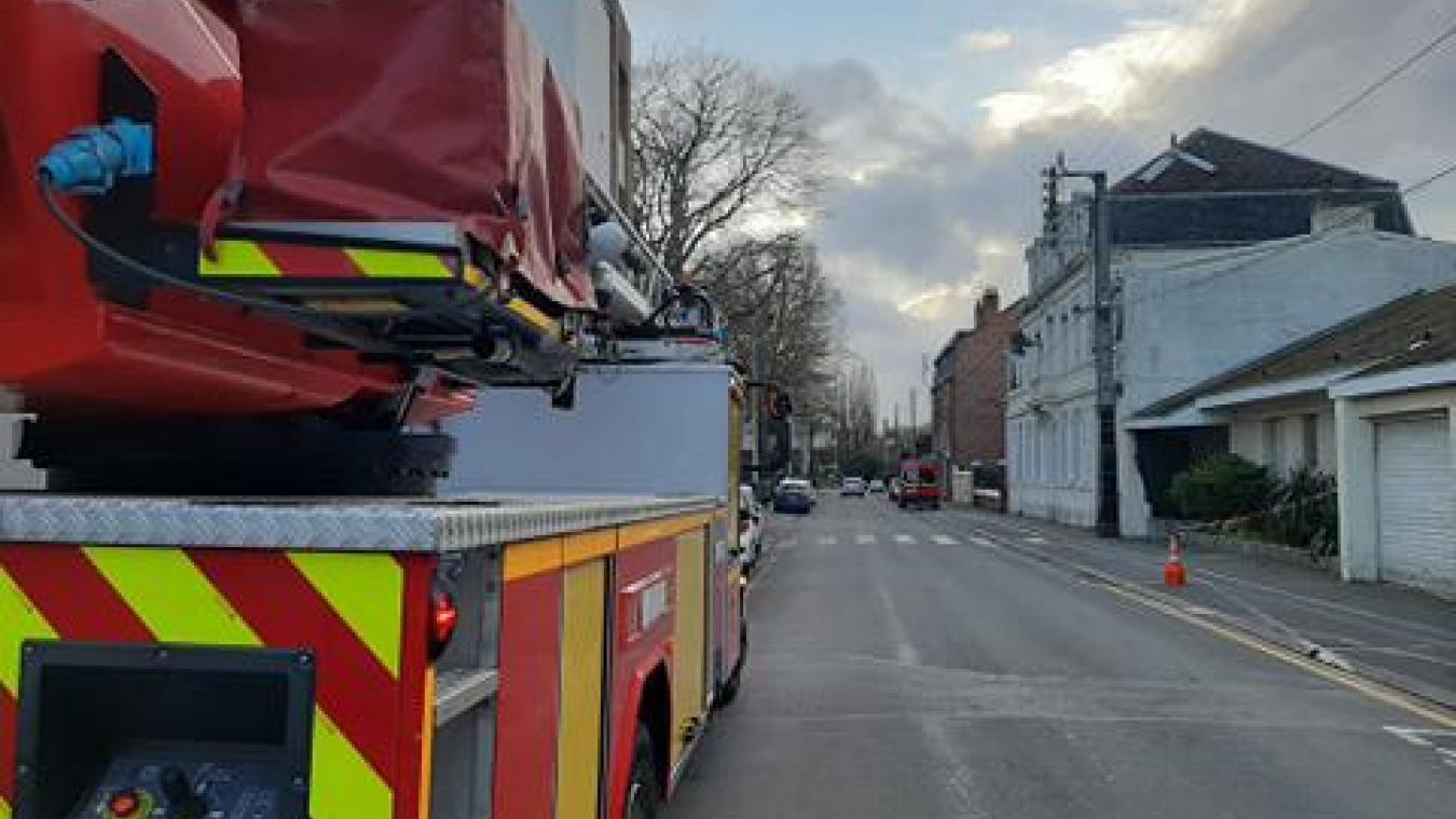 À Béthune, les pompiers interviennent pour un risque de chute d'éléments d'une toiture