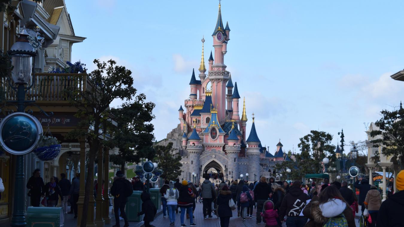 Le parc d'attractions Disneyland, situé à Marne-la-Vallée en région parisienne, a de nouveau repoussé sa date de réouverture.