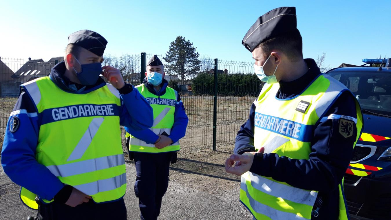 Derrière l'uniforme, les gendarmes sont des hommes qui sont également soumis à des règles sanitaires.