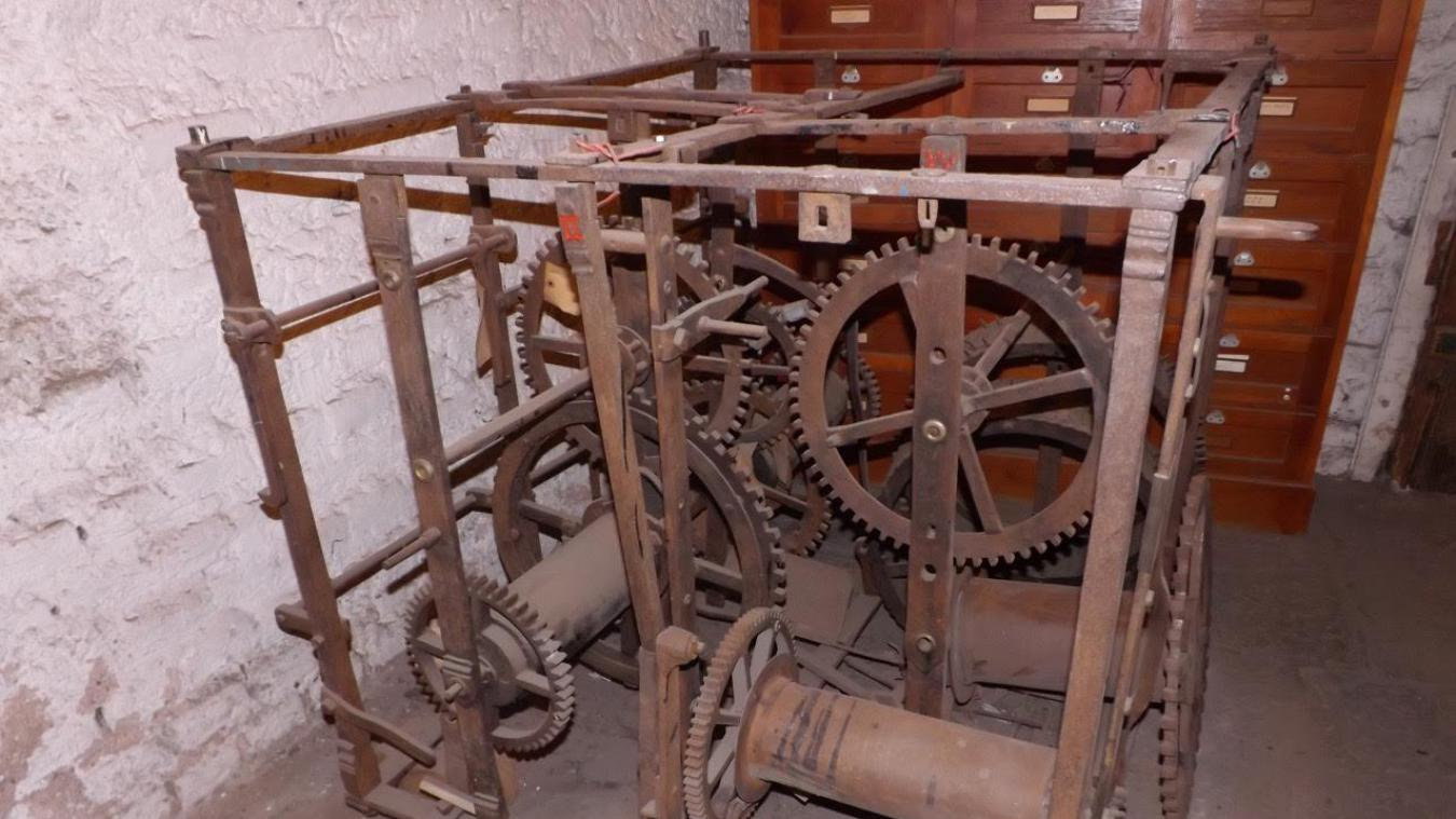 Le mécanisme de l'horloge du carillon et les cloches de Cassel sont pour le moment à Strasbourg.