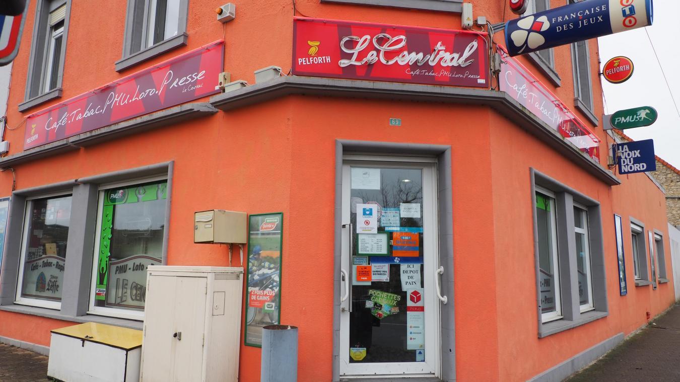 Les gérants du bar-tabac Le Central à Rinxent ont été braqués par un adolescent de 17 ans qui avait une arme factice, jeudi un peu avant 18 heures.