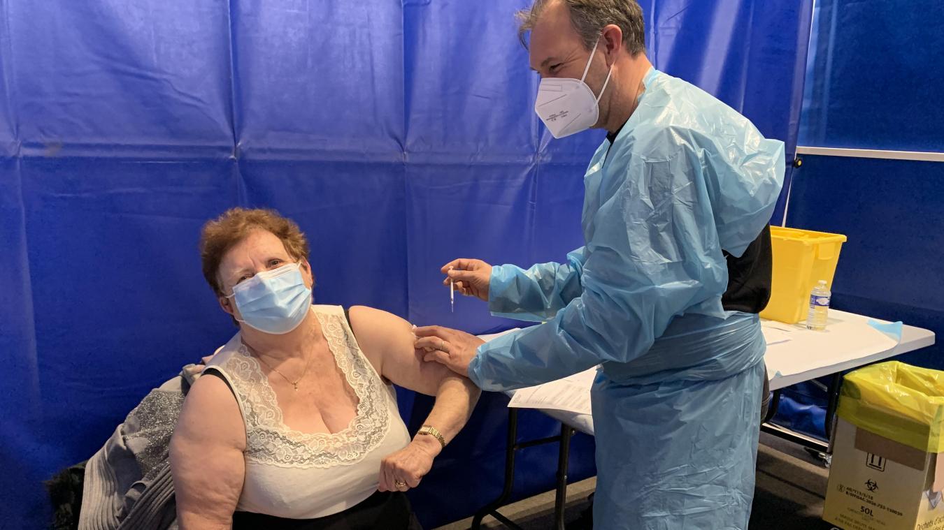 À la fin de cette première matinée de vaccination massive, 400 Boulonnais ont reçu leur première dose de Pfizer.