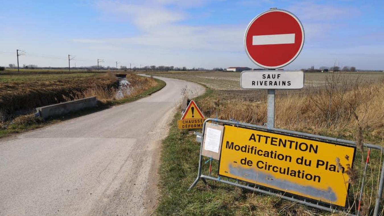 La route est fermée à la circulation sur la partie marckoise de la chaussée.