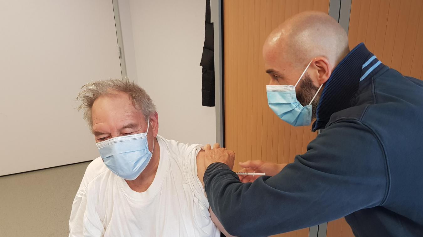 Le méga centre devrait vacciner plus de 2600 personnes le temps du week-end.