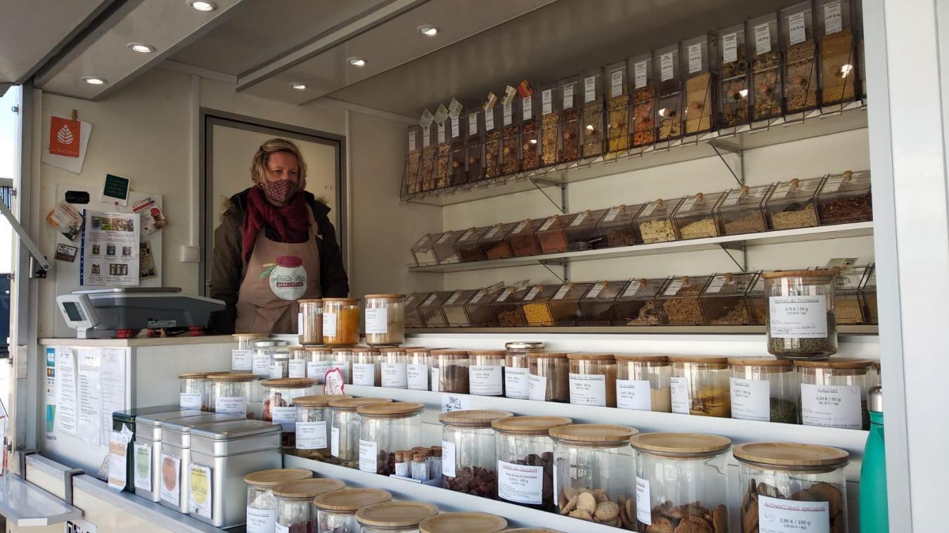 Amélie Mélo dans l'bocal fait les marchés et propose des produits qu'on ne trouvait pas ou peu sur les marchés.