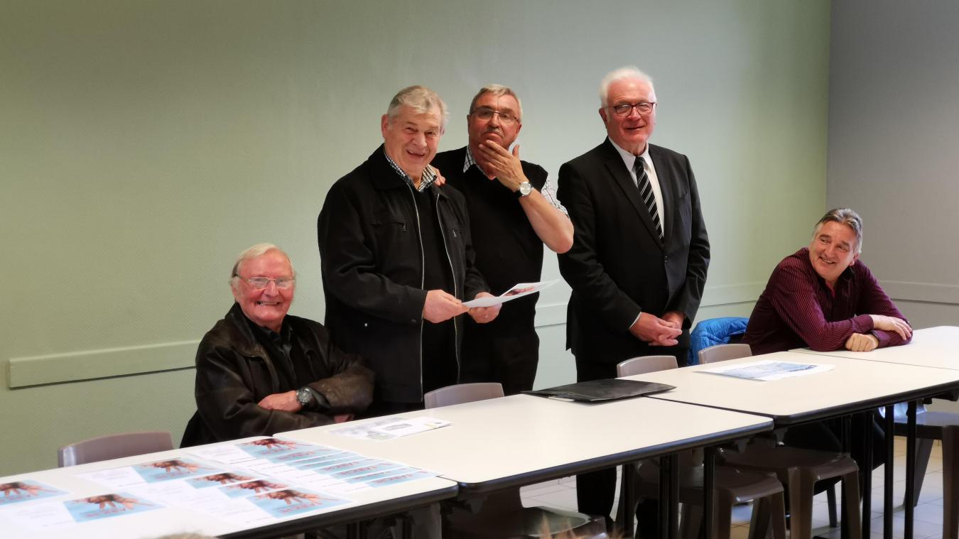 Frédéric Guillemain (au milieu), en avril 2019 avec le maire, Alain Schonbachler et Joseph Hiart.