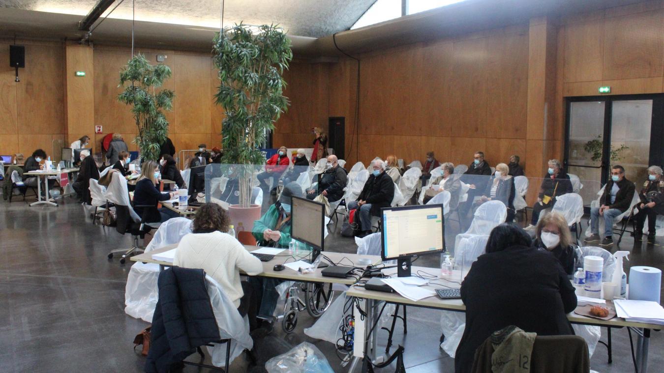 La vaccination s'est poursuivie ce week-end au forum Gambetta avec le vaccin Pfizer. Au total, 2 283 personnes ont été vaccinées depuis samedi matin à Calais.