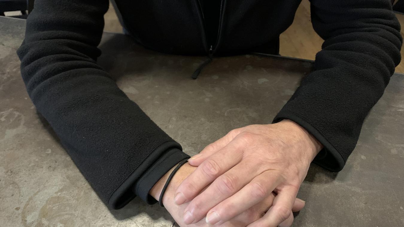 «Le nombre de personnes par table est limité, on a mis des protections, du gel hydro-alcoolique et on a toujours obligé les clients à mettre leur masque. Depuis un an, personne n'a attrapé la Covid chez moi», assure la gérante d'un restaurant, qui respecte le couvre-feu en restant fermé le soir.