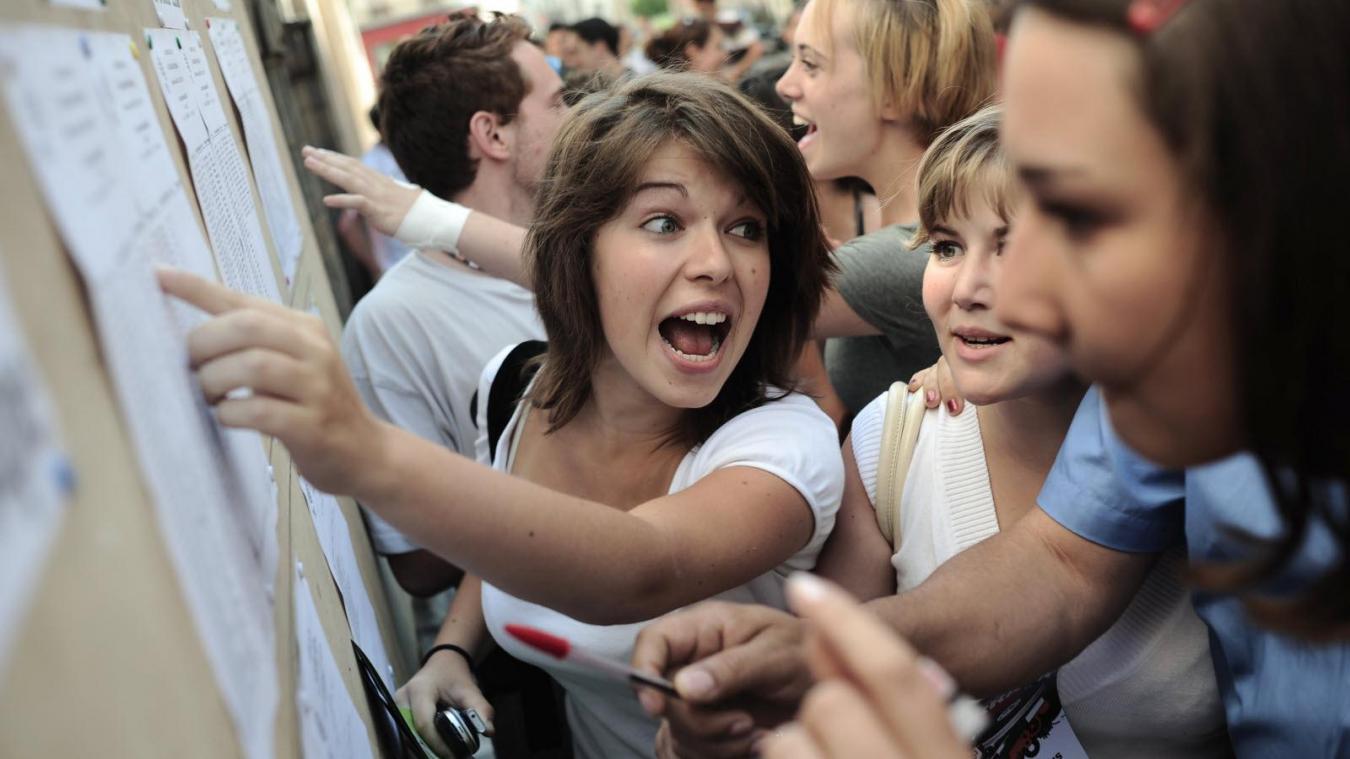Y aura-t-il des rassemblements de joie pour découvrir les résultats du Bac en juillet prochain malgré la crise ? (Photo d'illustration).
