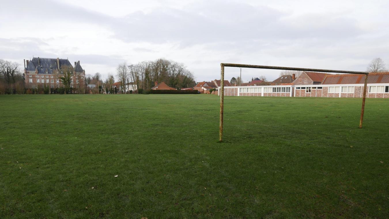 Bientôt plus de football sur le terrain du château de la Motte-au-Bois ? Tel serait le souhait de Basile Boli.