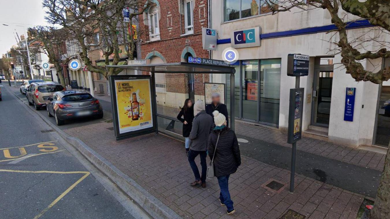 L'agression s'est déroulée à l'arrêt de bus Place République, juste devant Le Brazza, qui a pu donner l'alerte.