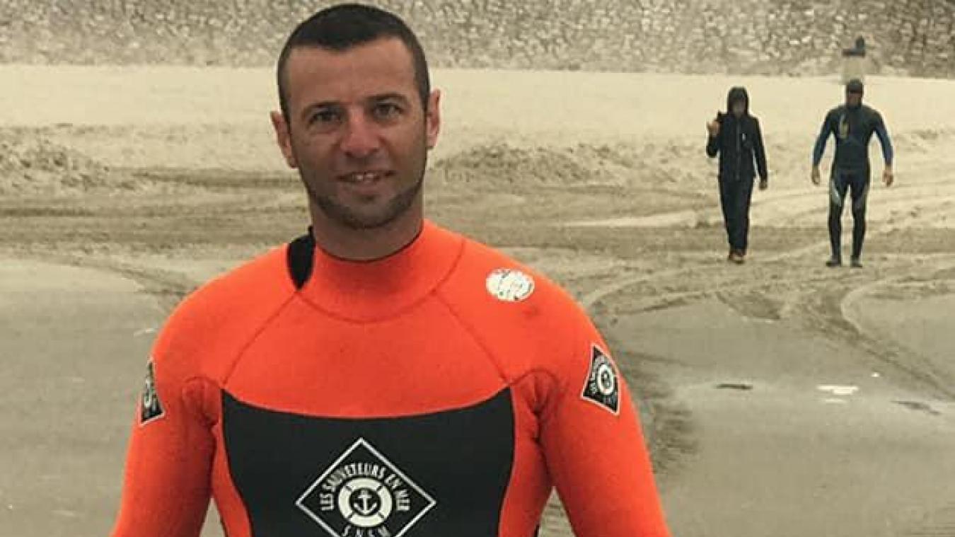 Pour préparer sa traversée, Michaël Sellier s'entraîne comme un fou: 3 à 4 séances de natation par semaine, ainsi que de la musculation 5 à 6 fois par semaine, «quand j'ai du temps en vacances, je cours 3 fois 40km par semaine», rien que ça.