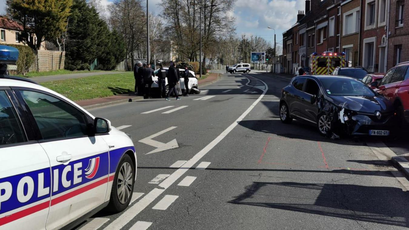 L'accident s'est déroulé rue Louis-Neuts, à Dunkerque. L'une des deux voitures est allée en percuter une troisième, en stationnement.