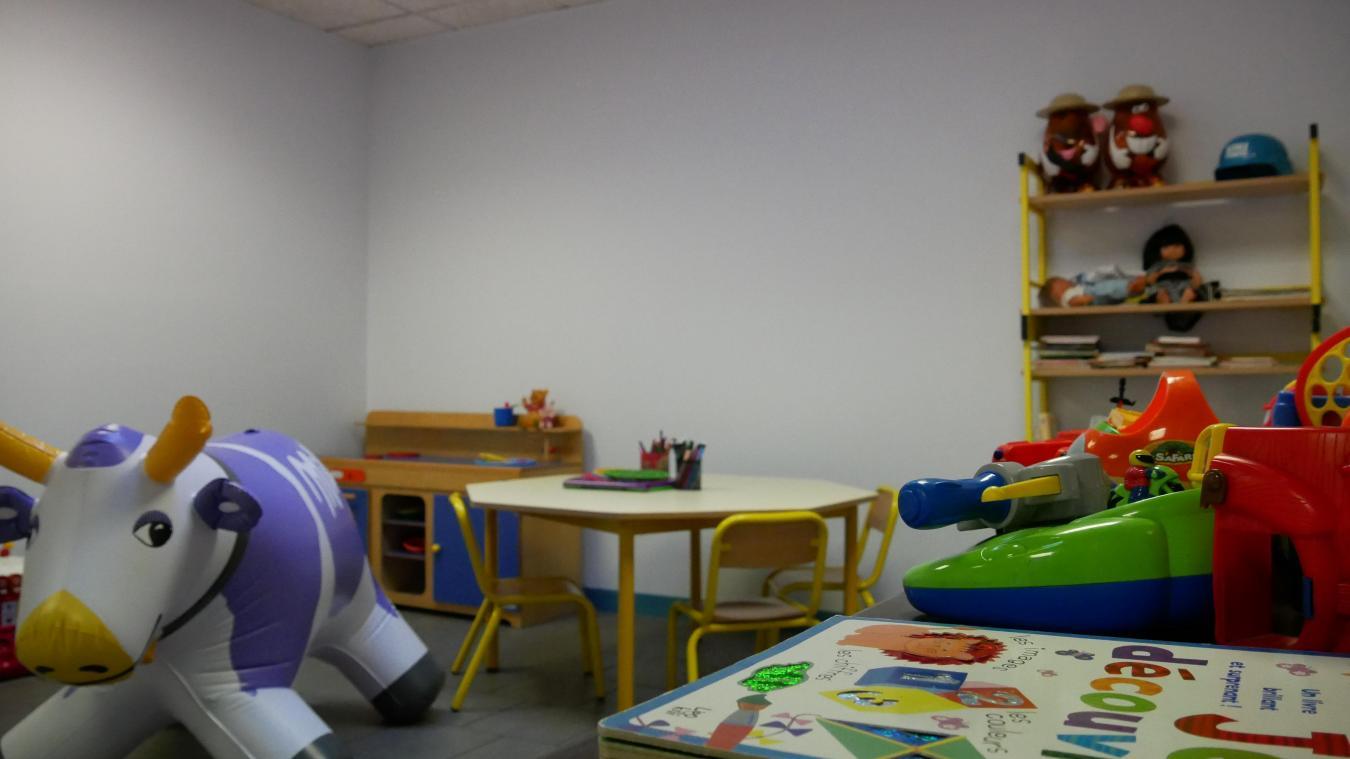 Pour le moment, la salle de réunion sert à faire patienter les enfants. Le but du commissariat est de la transformer en salle Mélanie, avec enregistrement vidéo, pour une meilleure prise en charge des enfants.