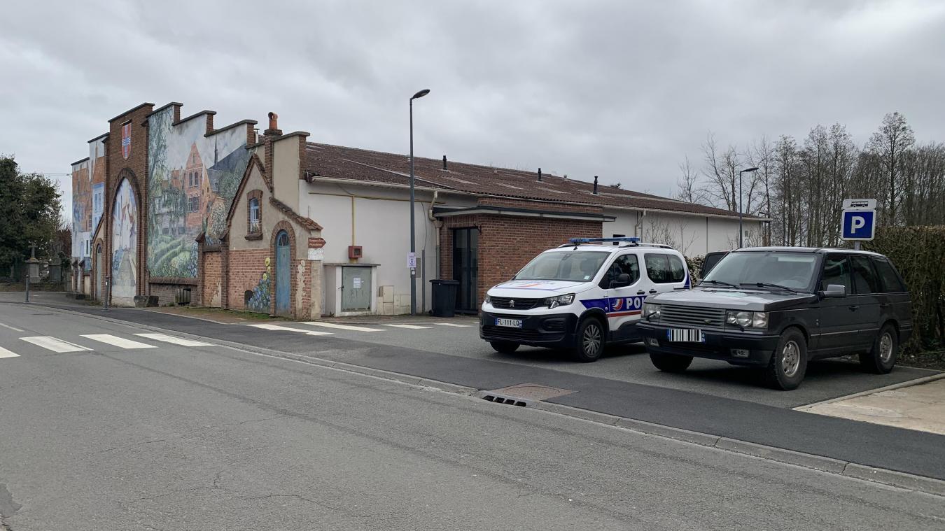 Le pompier a fait une chute alors qu'il intervenait pour une fumée suspecte dans la salle de sport Paul Perrier à Bailleul.