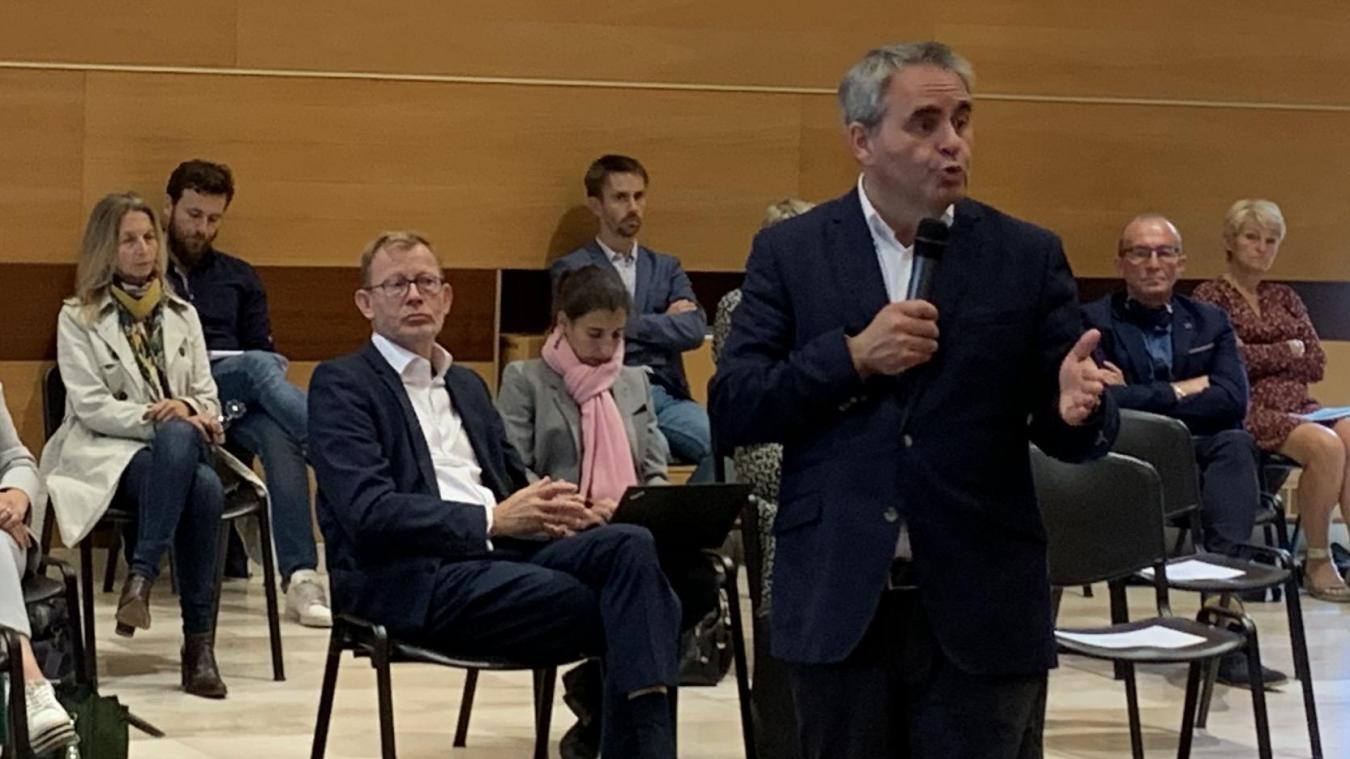 Xavier Bertrand, le 9 juillet 2020, présentait à Steenvoorde, avec Jean-Pierre Bataille, le plan de relance de la Région.