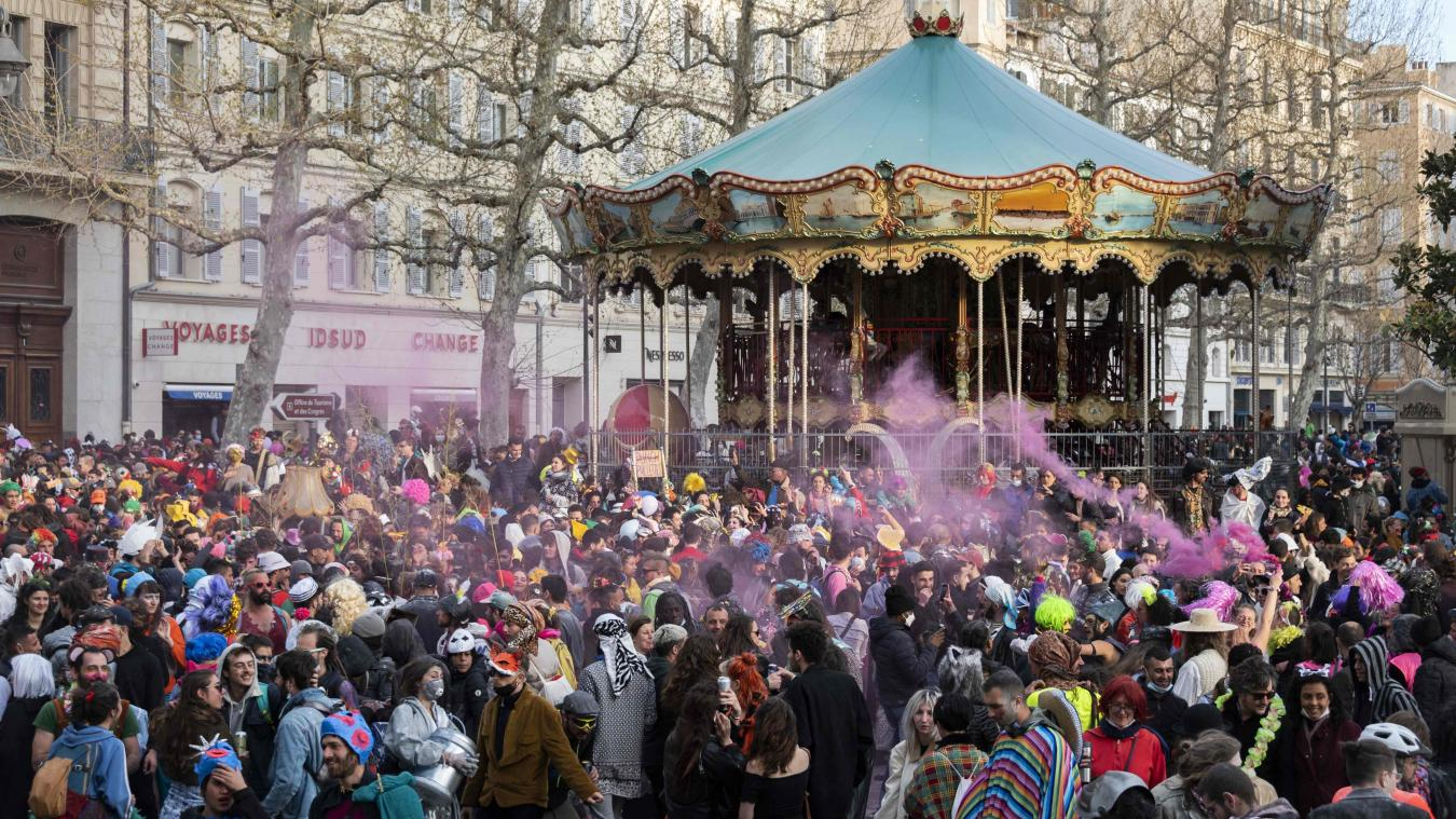 Le ministère de l'Intérieur a fait état de neuf interpellations et de plusieurs dizaines de verbalisations lors du carnaval non autorisé à Marseille dimanche 21 mars qui a rassemblé 6500 personnes.