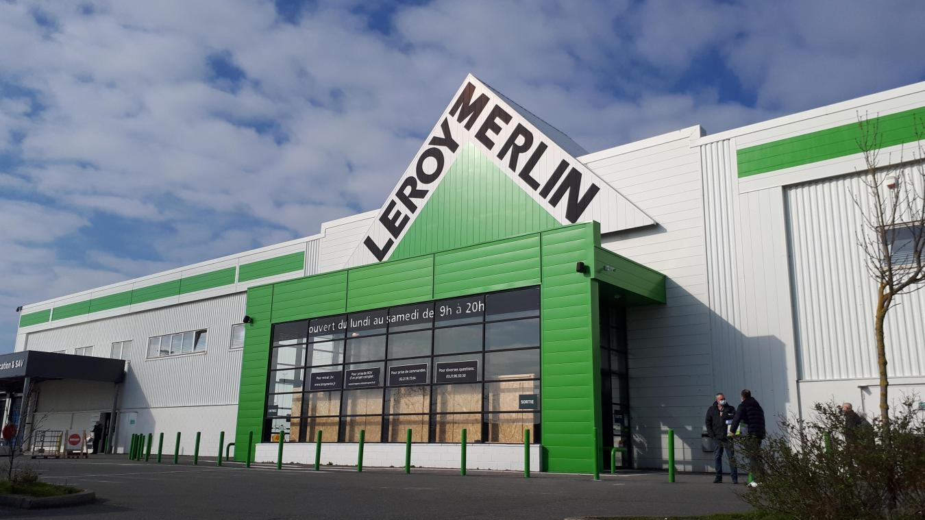 Après deux semaines de fermeture due au confinement partiel, Leroy Merlin a rouvert ses rayons de biens essentiels ce samedi.