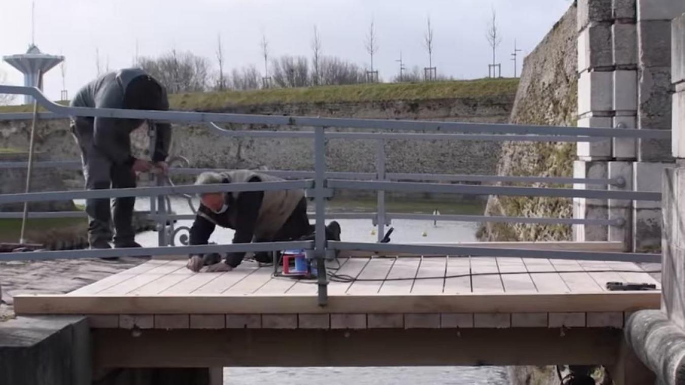 Le pont en bois est rénové à Gravelines pour un montant de 29 915 euros.