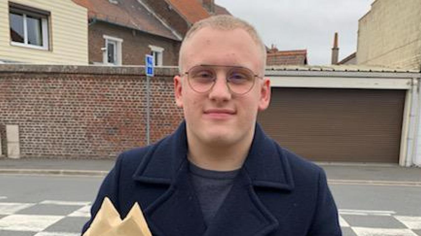 Pierre Becquaert, 18 ans, a pour mission d'accompagner et d'approfondir la communication avec les habitants de ce quartier prioritaire.