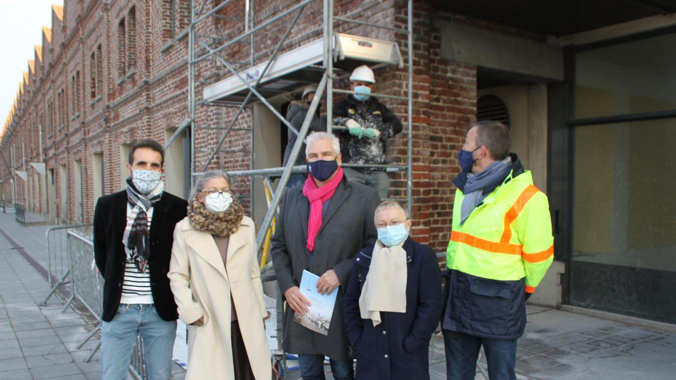 Les élus de la Ville et les dirigeants de l'association AGIR ont salué les bénéficiaires du chantier.