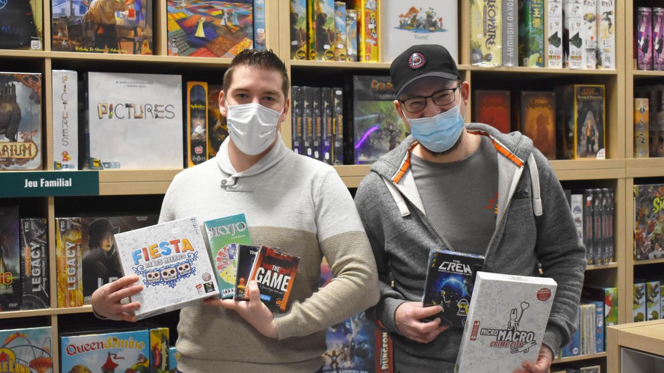 Kevyn et Mickaël aident leurs clients à trouver le jeu adéquat via un questionnaire.