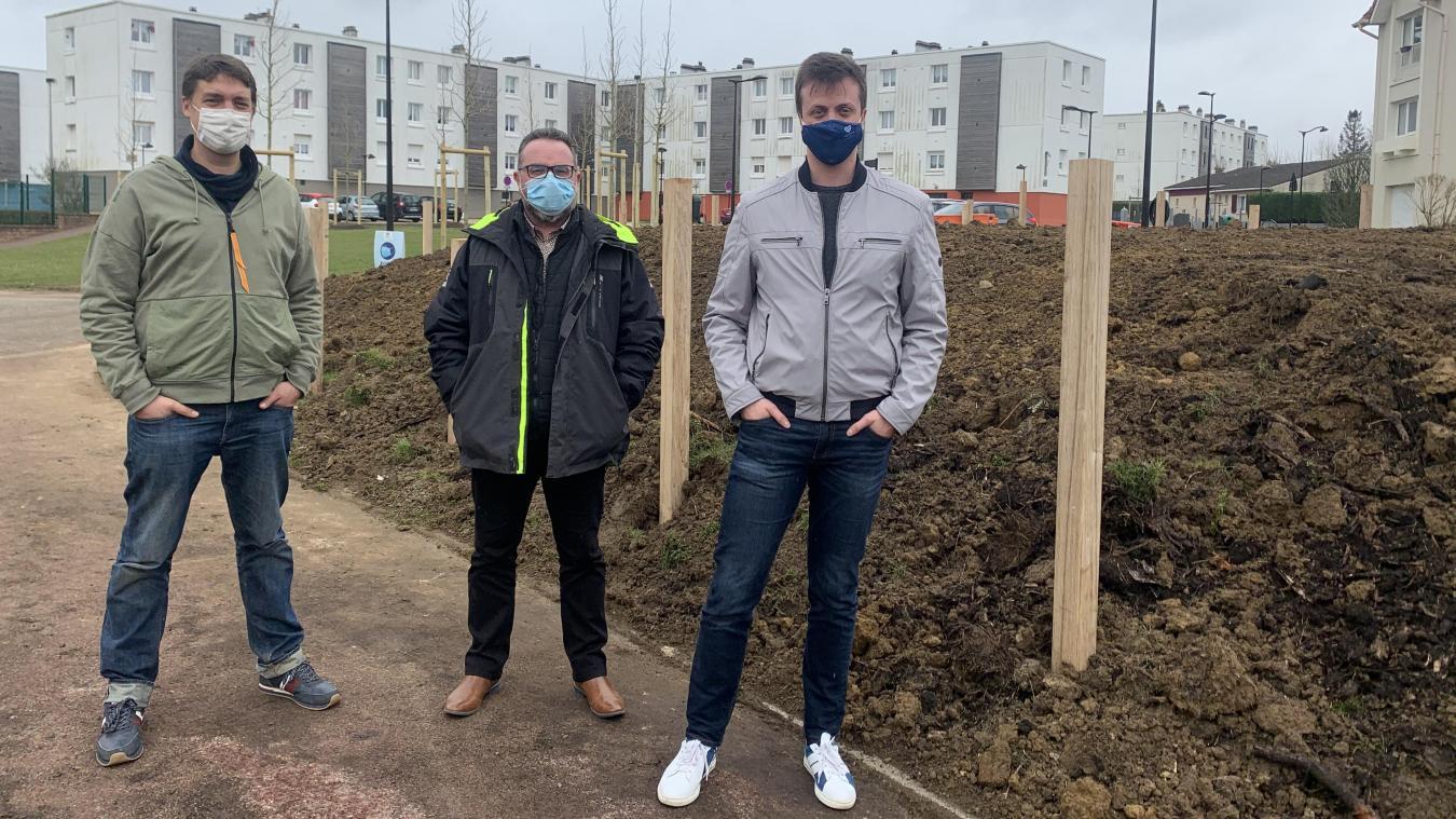 Nicolas de Brabandère, Olivier Richard et Matthias Paschal attendent avec impatience les habitants de Saint-Martin pour pouvoir planter la forêt urbaine.