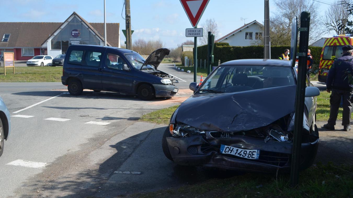 Les deux véhicules sont entrés en collision au croisement de la RD 940 et du chemin de la Hayure.