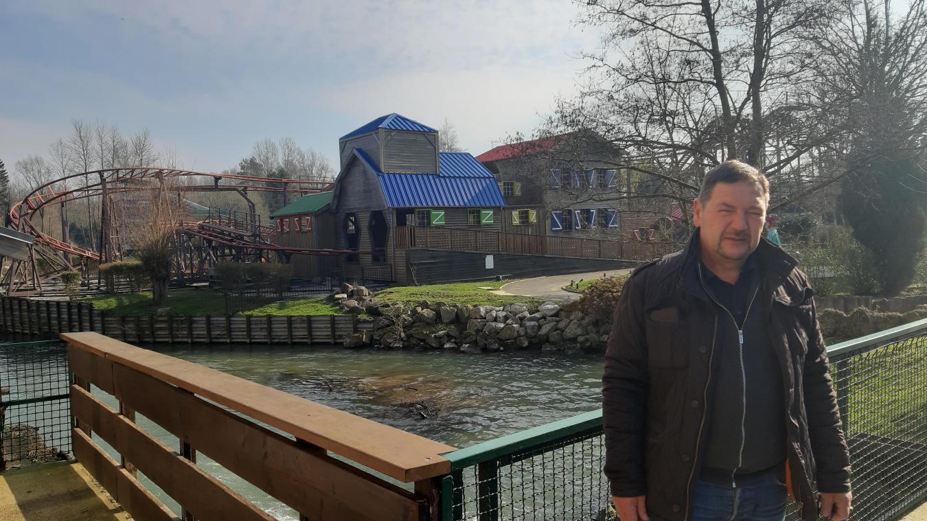 Christian Crunelle devant une de ces attractions très prisées qui ne demandent qu'à revivre.