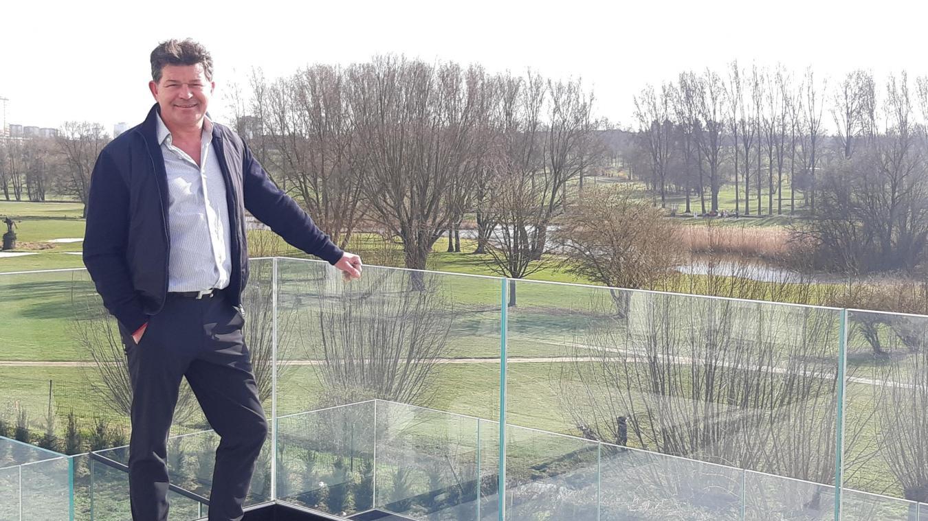 Sylvain Gambier, le propriétaire de l'hôtel du golf, a hâte d'accueillir des clients dans son établissement avec vue sur le golf d'Arras