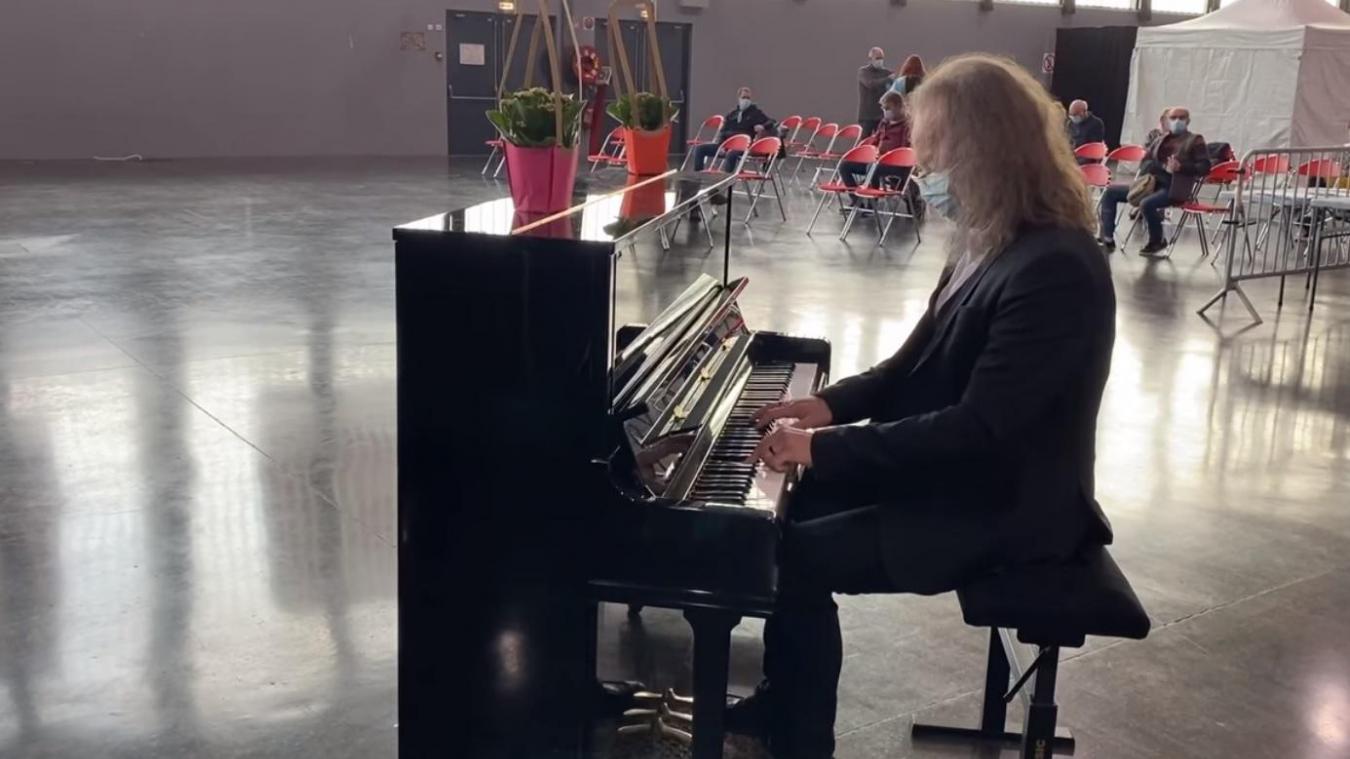 La semaine dernière, des pianistes animaient le centre de vaccination.