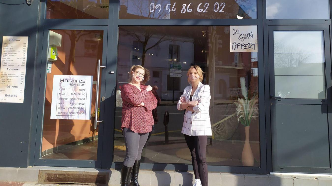 Manon Sy et Emilie Fontaine vous accueillent au Carré des artistes, à Calais.