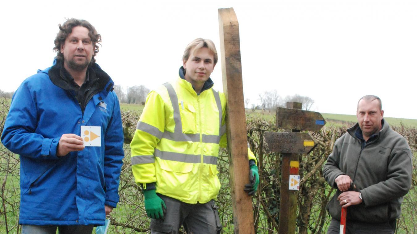 Gaétan Vermusse et Anthony Sauty s'activent sur le terrain avec l'aide Nicolas Lalliot.