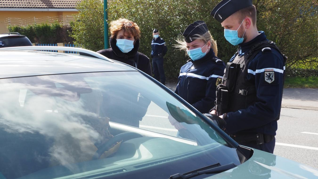 La sous-préfète de Calais, Véronique Deprez-Boudier a assisté aux contrôles routiers à Oye-Plage.