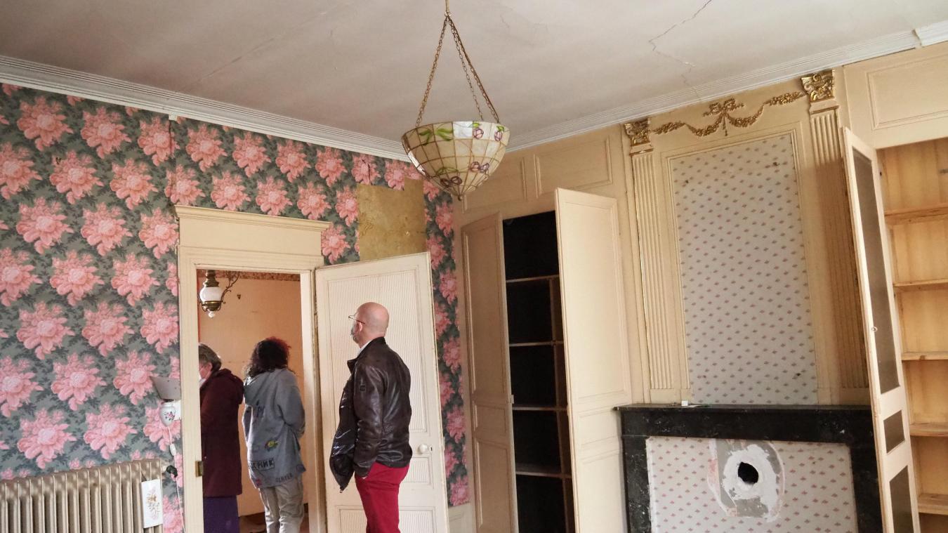 La maison est en mauvais état et les fissures sont légion, mais elle est loin d'être dénuée de charme.