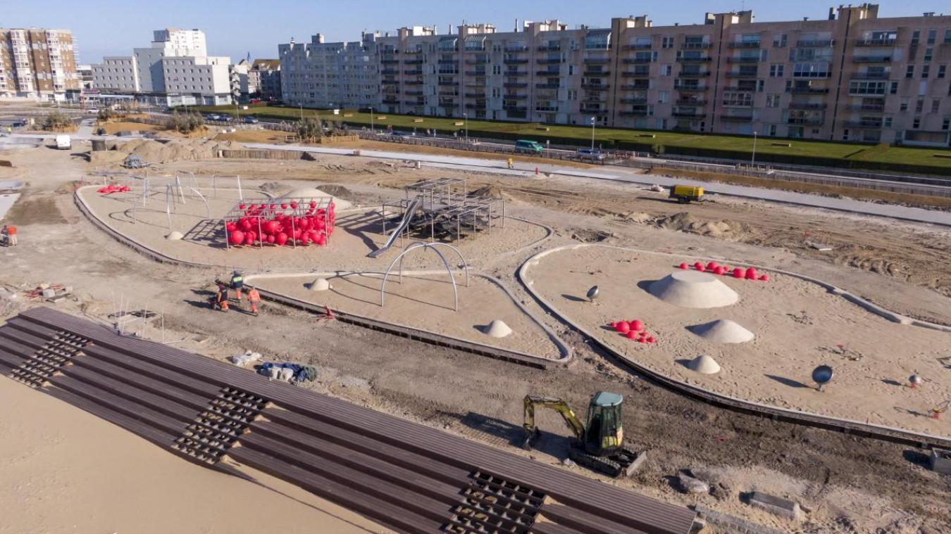 L'arrivée des nouveaux équipements, notamment les bouées rouge, change clairement la physionomie du chantier.