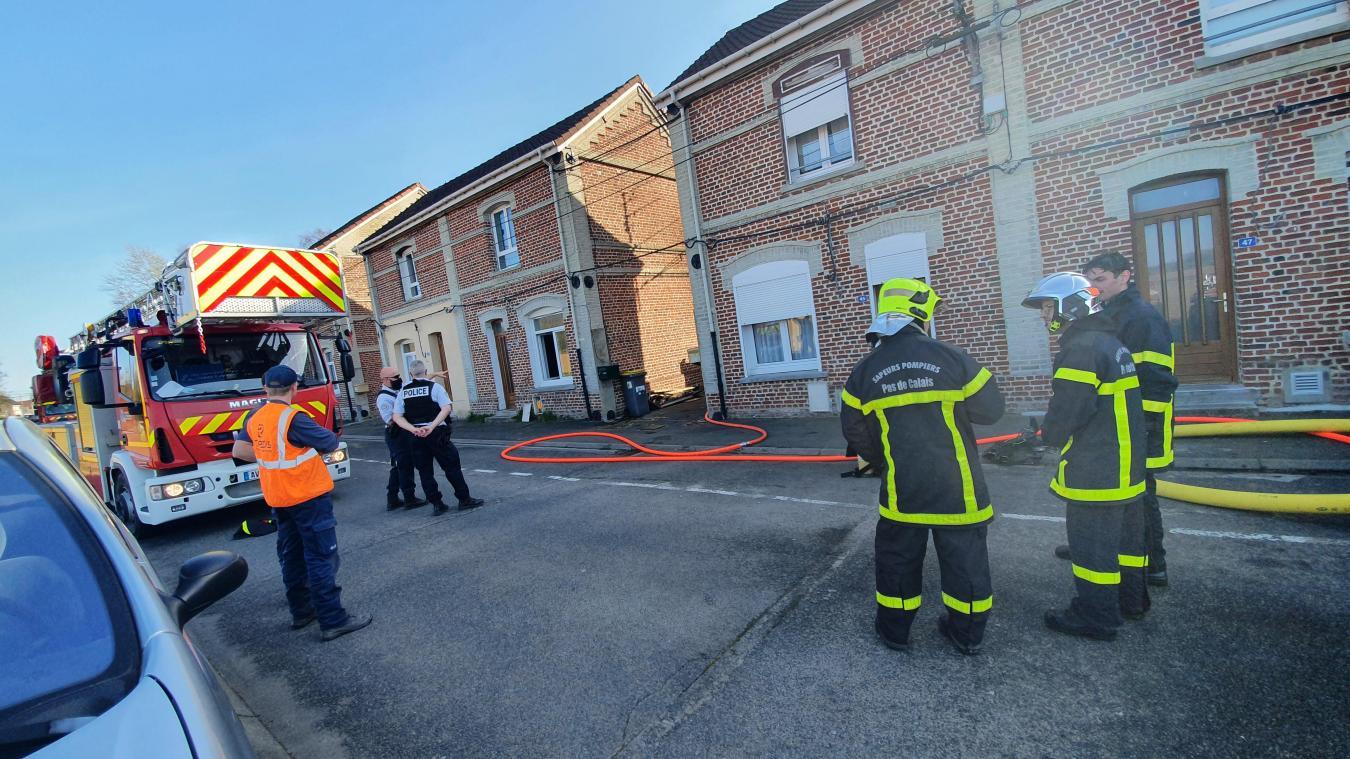 Grâce à la réactivité des voisins, les secours ont pu intervenir rapidement pour éviter que l'incendie ne prenne de l'ampleur.