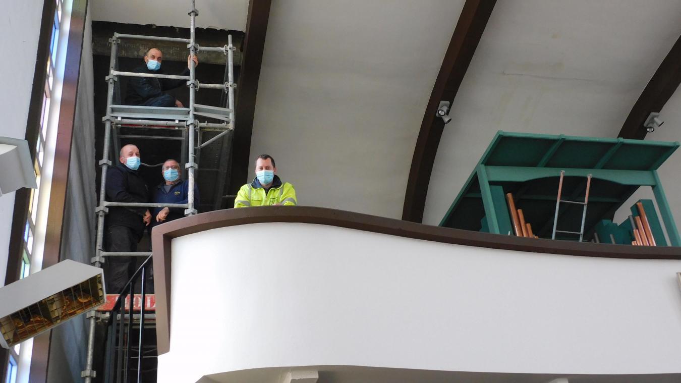 Les agents municipaux travaillent actuellement sur la première partie de la réfection.