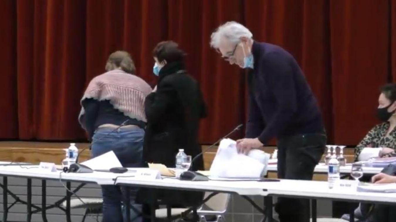 Après un peu moins de deux heures de conseil municipal, les élus de l'opposition ont quitté la salle.
