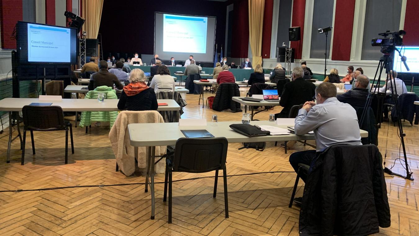 Les échanges ont été tendus entre Fabrice Perlein et le maire, Valentin Belleval, lors du vote du budget de la ville d'Hazebrouck.